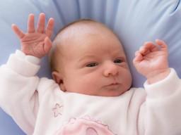 Liebe und Zuneigung als Baby stärken für das Erwachsenenleben.