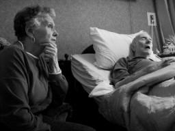 Älteren Menschen mit Demenz könnte mit einem Vitamin-B-Komplex geholfen werden.