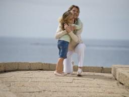 Leiden Kinder unter Ängsten, sollten sie in den Arm genommen werden. ...