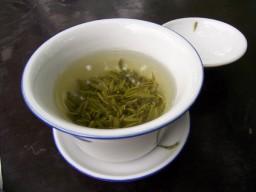 Gesundheitsfördernde Substanzen aus grünem Tee zur Behandlung