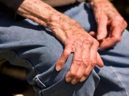 Ein langsames Zittern der Hände ist das markanteste Symptom von Parkinson