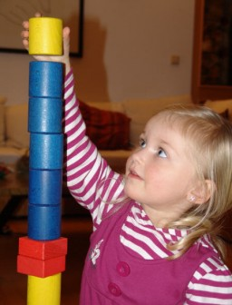 Kleine Mädchen treten nicht so gern wie Jungen in einen Wettbewerb mit ...