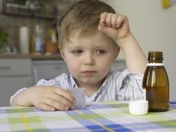 Eltern informieren selten den Arzt über pflanzliche Arzneimittel bei ihrem Kind.