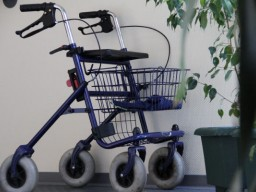 Studie: Je mehr Angst Senioren vor Stürzen haben, desto öfter fallen sie.