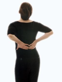 Chronische Rückenschmerzen können mit Depressionen einhergehen. ...