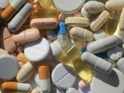 Männern werden in Deutschland mehr Arzneimittel verschrieben als Frauen.