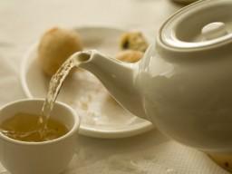 Große Mengen Tee können bei Frauen zu einer rheumatoiden Arthritis führen...