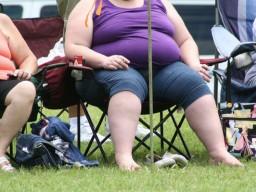 Gewichtsreduzierung kann Fruchtbarkeit übergewichtiger Frauen helfen.